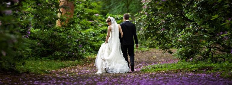 Brautpaar im Park - Hochzeitsfotograf Fulda